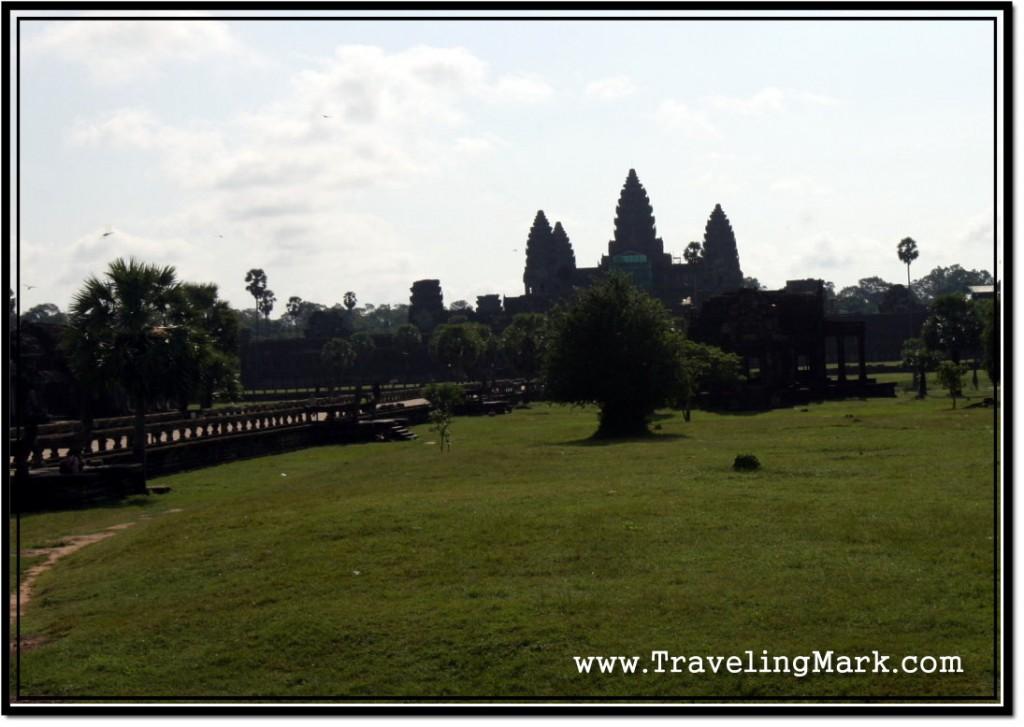 Photo: Angkor Wat in the Morning Lacks Depth