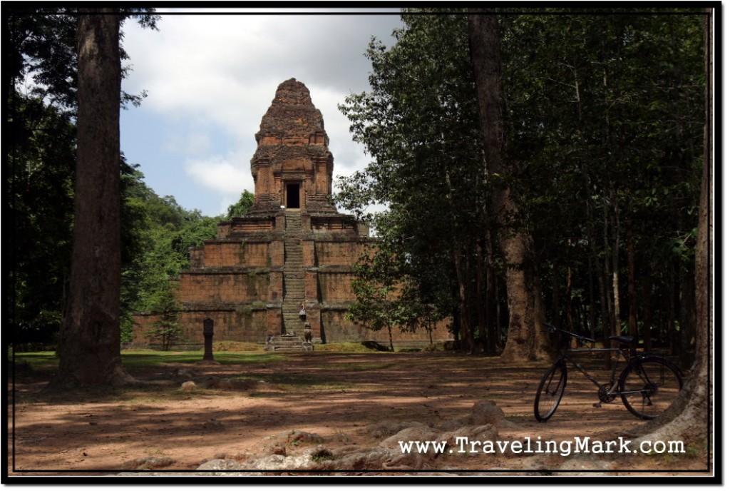 Photo: Baksei Chamkrong Pyramid Temple