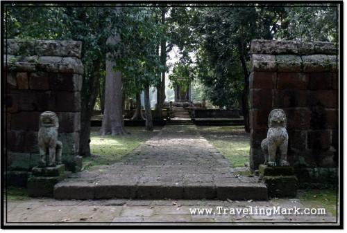 Photo: Vihear Prampil Loveng Stone Lion Guardians